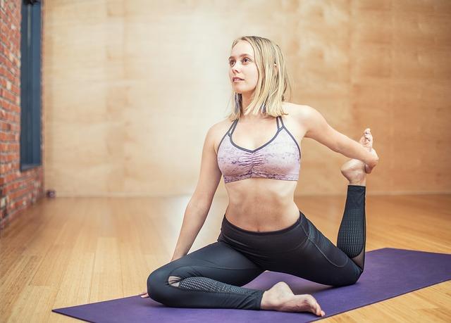 Cvičení, zdravý život, protahování.