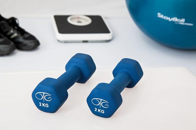 Fitness, cvičení, činky.